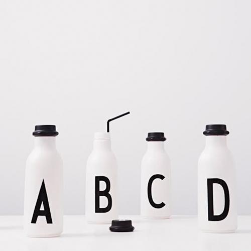 ובפנים מה? קוקטייל בגד כפת? בקבוקי שתיה של המותג  Design Letters
