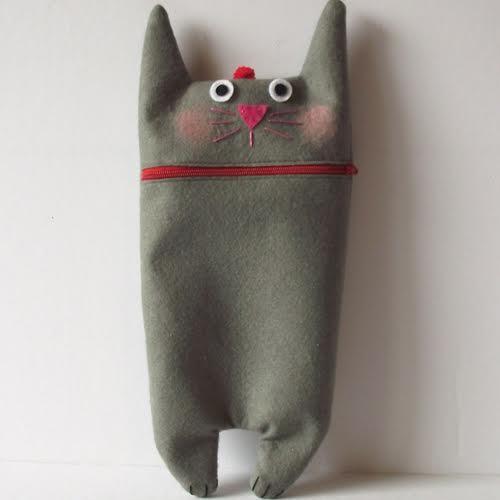 לעפרונות הכי מחודדים. קלמר חתולי מהחנות looloobye
