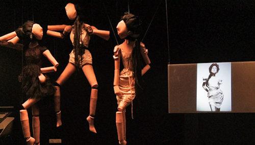 """תמיד רונית אלקבץ. מחוכים וצילומי אופנה, מתוך התערוכה """"ז'ה טם, רונית אלקבץ"""""""