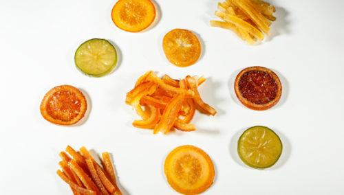 החיים שלנו סוכר. תפוז דם, רצועות יוזו, פרוסות ליים ועוד פירות מסוכרים של Cruzilles