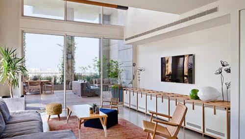 לא לצאת מהסלון לעולם. עיצוב: שלומית סלוין (אדריכלות: עינת זוזבסקי, אריאלה לביא, צילום: בועז לביא)