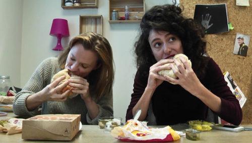 גומרות, אוכלות. מימין: ריטה גולדשטיין, ויטה קיירס, זוללות למענכם (MAKO)