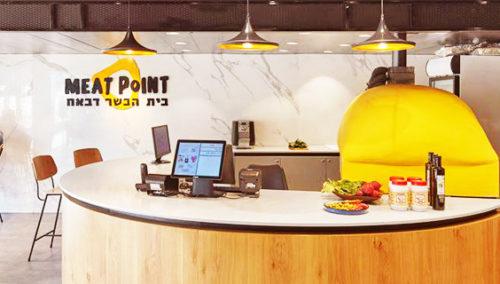 הענק הצהוב. הטאבון האיקוני של Meat Point (צילום: שי גיל)