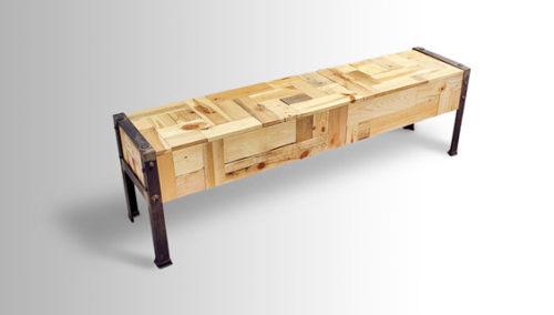 וואבי-סאביזם. ספסל מחומרים ממוחזרים של ארי שומרון