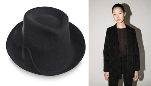 תקרא לי שחור. ג'קט קטיפה של KARIN A; כובע מגבעת של JUSTIN