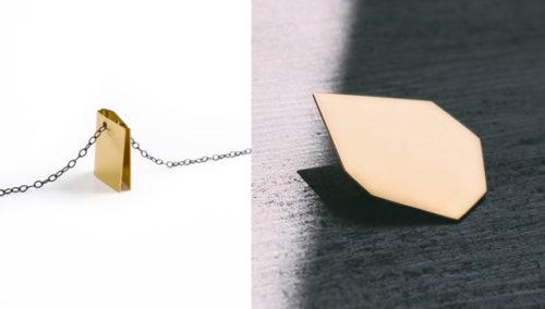 """לנצוץ כל הדרך לסדר. סיכת """"שמש""""; שרשרת חבק (צילום ימין: נועה קדמי; שמאל: איה וינד)"""
