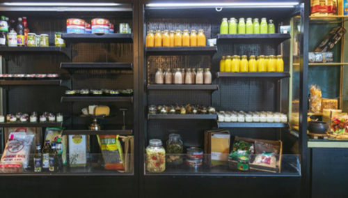 פתחנו מקרר. מיצים טבעיים, יוגורטים, קינוחי צנצנת ודליקטסנים, LIGHTHOUSE