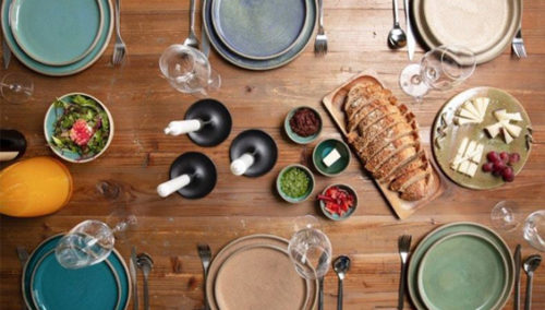 אירוח כפרי גם במרפסת שלכם. הכלים של עינב בראון