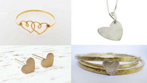 ליבבתיני. מלמעלה בכיוון השעון: לב לחריטה של יניב שפירא; צמידי זהב, בונינה; עגילי לב, Aviya; צמיד לבבות, Blumaman