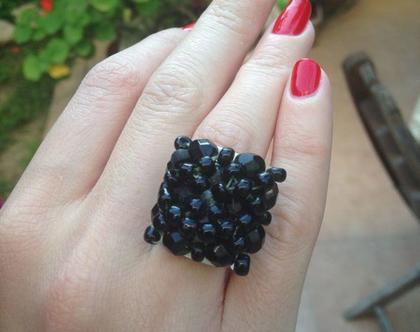 טבעת מיוחדת מקריסטלים שחור
