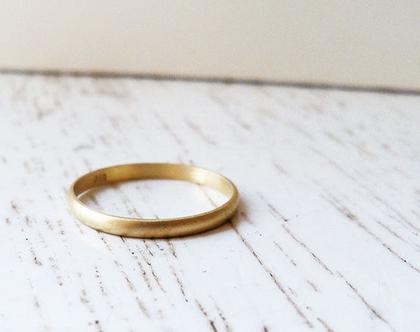 טבעת נישואין זהב 18k בעיצוב קלאסי עדין