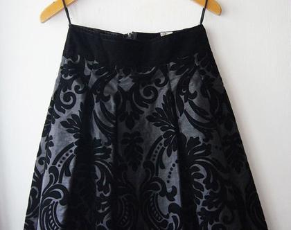 חצאית טפטה קטיפה שחורה | חצאית אלגנטית לערב | חצאית וינטג' שחורה לאירוע | חצאית מידה S