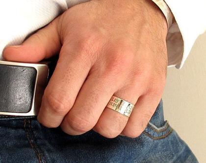 טבעת כסף לגבר. טבעת עם הקדשה אישית לגברים. תכשיטי גברים. טבעות לגברים. טבעת עבה עם כיתוב. מתנה לבן זוג