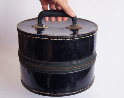 מזוודות עגולות 50% הנחה | שתי מזוודות עתיקות | מזוודות שחורות | מזוודה לקה שחורה | וינטג' מקורי
