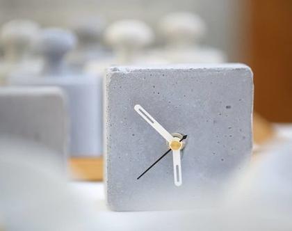 שעון קוביה מבטון | מחוגים לבן ושחור | שעון שולחני | שעון למשרד | שעון לבית | הום סטיילינג