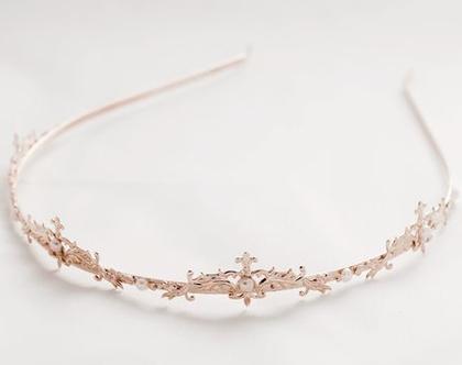 קשת של נסיכות מעוטרת ויפה עם פנינים / אבני סברובסקי קטנטנות.