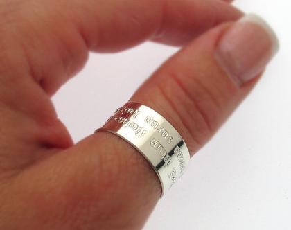 טבעת עם כיתוב לאישה - טבעת כסף בחריטה אישית - טבעות בעיצוב אישי - עיצוב טבעת אישית - טבעת עבה