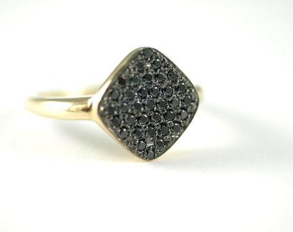 טבעות יהלומים מעוצבות   טבעות יהלומים שחורים   עיצוב תכשיטי זהב   טבעת אירוסין   טבעות יהלומים   תכשיטי זהב ויהלומים בתל אביב   אורה דן