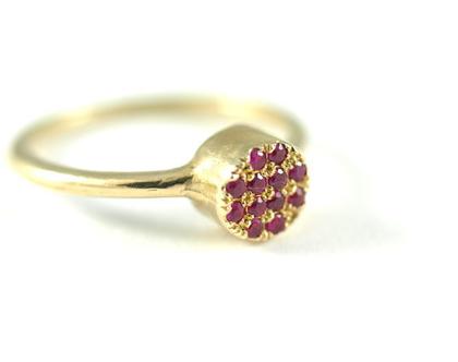 טבעות זהב   טבעות בעיצוב אישי   טבעת רובי   טבעות אירוסין   טבעת חותם משובצת   תכשיטים בעיצוב אישי   תכשיטים ברעננה   אורה דן תכשיטים