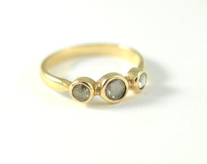 טבעות אירוסין | טבעות יהלומים מעוצבות ברעננה | טבעות משובצות יהלומים גולמיים | אורה דן תכשיטים | תכשיטים בעיצוב אישי | תכשיטי זהב ויהלומים |