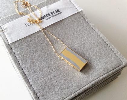 תליון מאורך - עלי זהב ובטון | שרשרת בציפוי זהב | תליון מלבני גדול | שרשרת זהב ארוכה | תליון מינימליסטי | שרשרת עלי זהב |