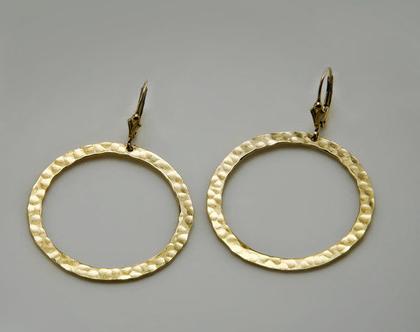 עגילי חישוק זהב, עגילים גדולים, עגילי , עגילי מעגלים תלויים, עגילי זהב גדולים, עגילי זהב תלויים, עגילי חישוק לאישה, עגילי חישוק מעוצבים
