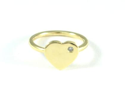 טבעת זהב לאישה | תכשיטי מעצבים | טבעת לב | טבעת אירוסין בעיצוב אישי | טבעת לב משובצת | תכשיטי זהב ברעננה | אורה דן תכשיטים