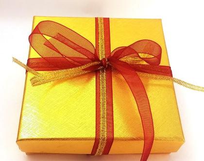 אריזת מתנה . קופסת תכשיטים. אריזה לתכשיטים. אריזה לתכשיטים. קופסאות. אריזות. אריזות מתנה .