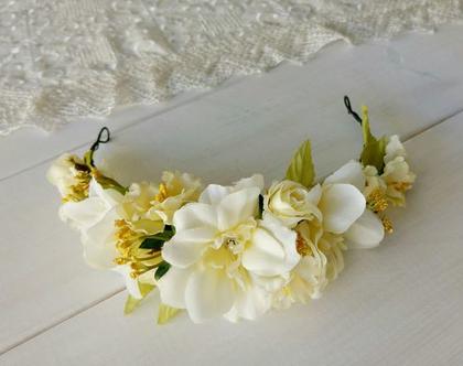 כתר פרחים לשיער | זר פרחים לכלה | זר לראש מפרחי משי | פרחים בגוונים צהוב לבן | זר לשיער | זר מפרחים מלאכותיים | כתר מעוצב