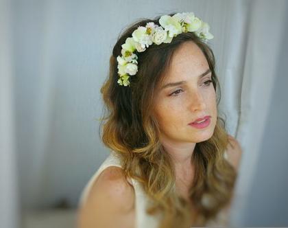 זר לראש מפרחי משי | זר לשיער בגוונים לבן מנטה | זר מעוצב | זר לכלה | זר מפרחים מלאכותיים | קשת פרחים לכלה