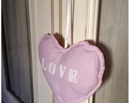 כרית לקישוט לב כיתוב LOVE