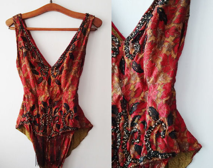 *נמכר בגד קברט/בלט אדום משנות ה-20 | בגד קברט עתיק תחרה וחרוזים | בגד ריקוד מעוצב להופעה | בגד בלט