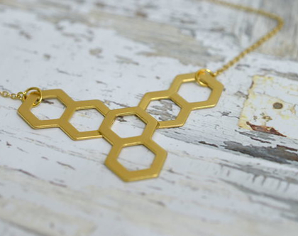 שרשרת זהב גיאומטרית | תליון משושים