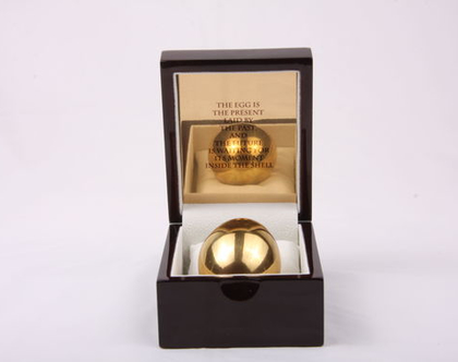 ביצת זהב   ברכה מיוחדת   מעוצבת   מתנה למשרד חדש   לעבודה חדשה   מתנות לגברים   עם משמעות   מתנה לגבר   מקורית