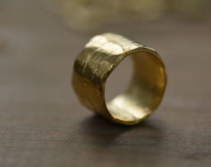 טבעת זהב רחבה, טבעת מעוצבת, טבעת נישואין, תכשיטים לכלה, טבעת חלקה, טבעת בייסיק, תכשיטים לאירוע, מתנה לאישה, טבעת לכלה, אפרת מקוב
