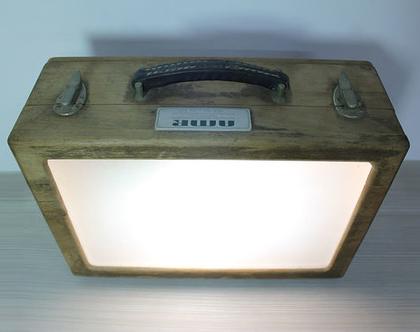 גוף תאורה וינטאג׳ במזוודת עץ, שולחן אור נייד וינטאג׳