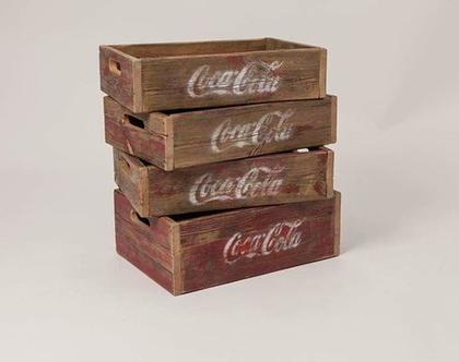 ארגז מעץ ממוחזר .ארגז עץ. ארגזים מיושנים עם לוגו. לאכסון למדפים לתצוגה ולמראה.