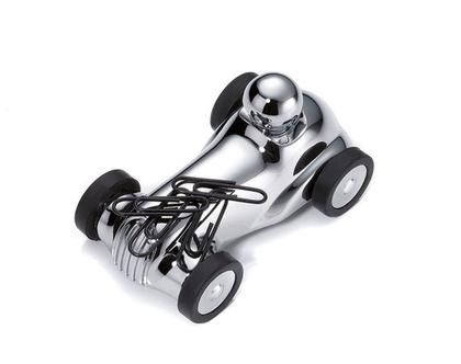 משקולת נייר עם גלגלים זזים בסגנון מכונית מירוץ משנות ה-30 | מגנט לאטבים | מצופה כרום כסוף | מתנה למשרד