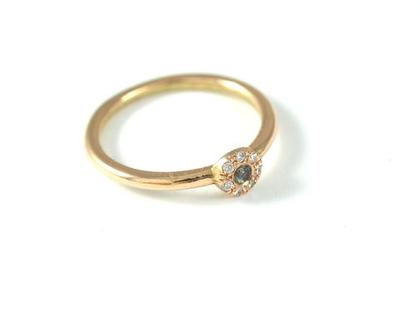טבעת זהב עדינה   טבעת אירוסין מיוחדת   טבעת זהב משובצת יהלומים   טבעת בעיצוב אישי   אורה דן תכשיטים   מעצבת תכשיטים בתל אביב  