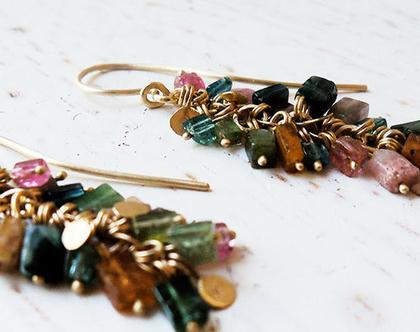 עגילי אשכולות של אבני קוביות טורמלין צבעוניות וטיפות זהב 14k
