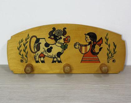 קולב עץ וינטאג׳ מאויר