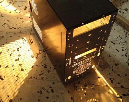 גוף תאורה מקופסה של מחשב ישן