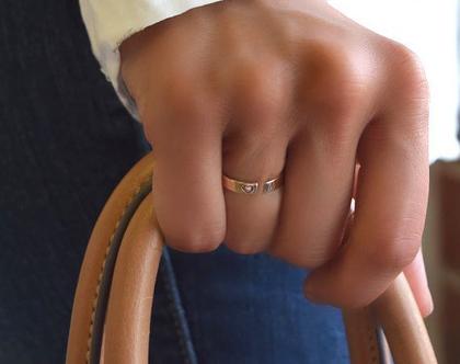 טבעת לאישה עם חריטה - טבעת כסף פתוחה עם הקדשה - מתנה לאישה, בת זוג, חברה - טבעת עם אותיות - טבעת בעיצוב אישי - טבעת עם שמות