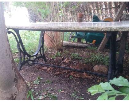 שולחן שיש לגינה, שולחן שיש למרפסת, ריהוט גן, שיש, שולחן, עיצוב הגינה, לגינה, ברזל, פירזול, מתכת