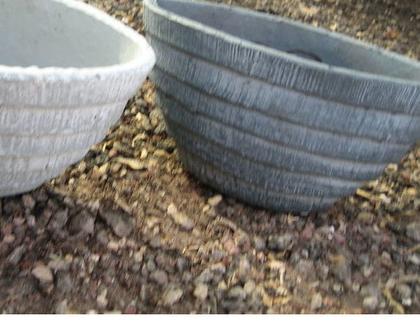 כלי חימר אובלי אפור עם פסים דמוי בטון לשתילת צמחים