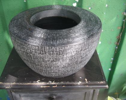 כלי חימר עגול חום דמוי בטון בטקסטורת פסיפס לשתילת צמחים