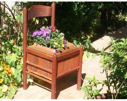 כיסא עציץ, כסא עץ, כיסא אדנית, כיסא לגינה, אדנית לגינה, עיצוב הבית, פריט לגינה, לעיצבו הגינה, עציץ כיסא