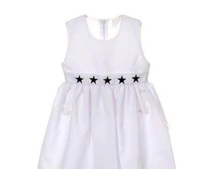 שמלה לבנה עם כובע