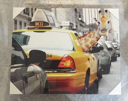 # תמונת קנבס בגודל 50 על 40 מונית עם ג'ירף מציץ מהחלון כולל מסגרת עץ מחוזקת לשמירה וחריץ לתלייה על הקיר|תמונות קנבס מיוחדות|תמונות קנבס יפות