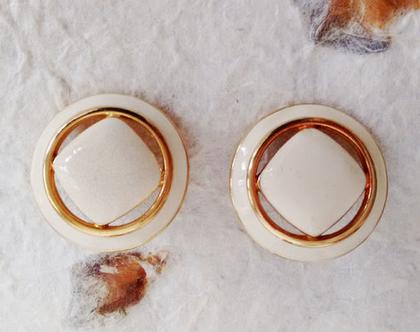 עגילים לבנים MONET אלגנטים 20% הנחה   עגילים צמודים   עגילים אלגנטים בציפוי זהב   עגילים לכלה   עגילים לאירוע